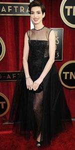 Anne Hathaway in Giambattista Valli Haute Couture