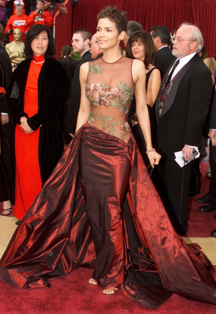 Halle Berry in Elie Saab at the 2002 Academic Awards  Photo: http://www.fashionlady.in/wp-content/uploads/2013/05/220887-halle-berry-2002-elie-saab.jpg