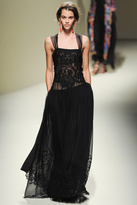 Alberta Ferretti, Spring 2014, Look 35 Photo: Yannis Vlamos/Indigitalimages.com