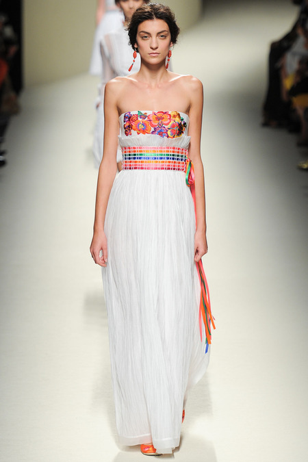 Alberta Ferretti, Spring 2014, Look 7 Photo: Yannis Vlamos/Indigitalimages.com