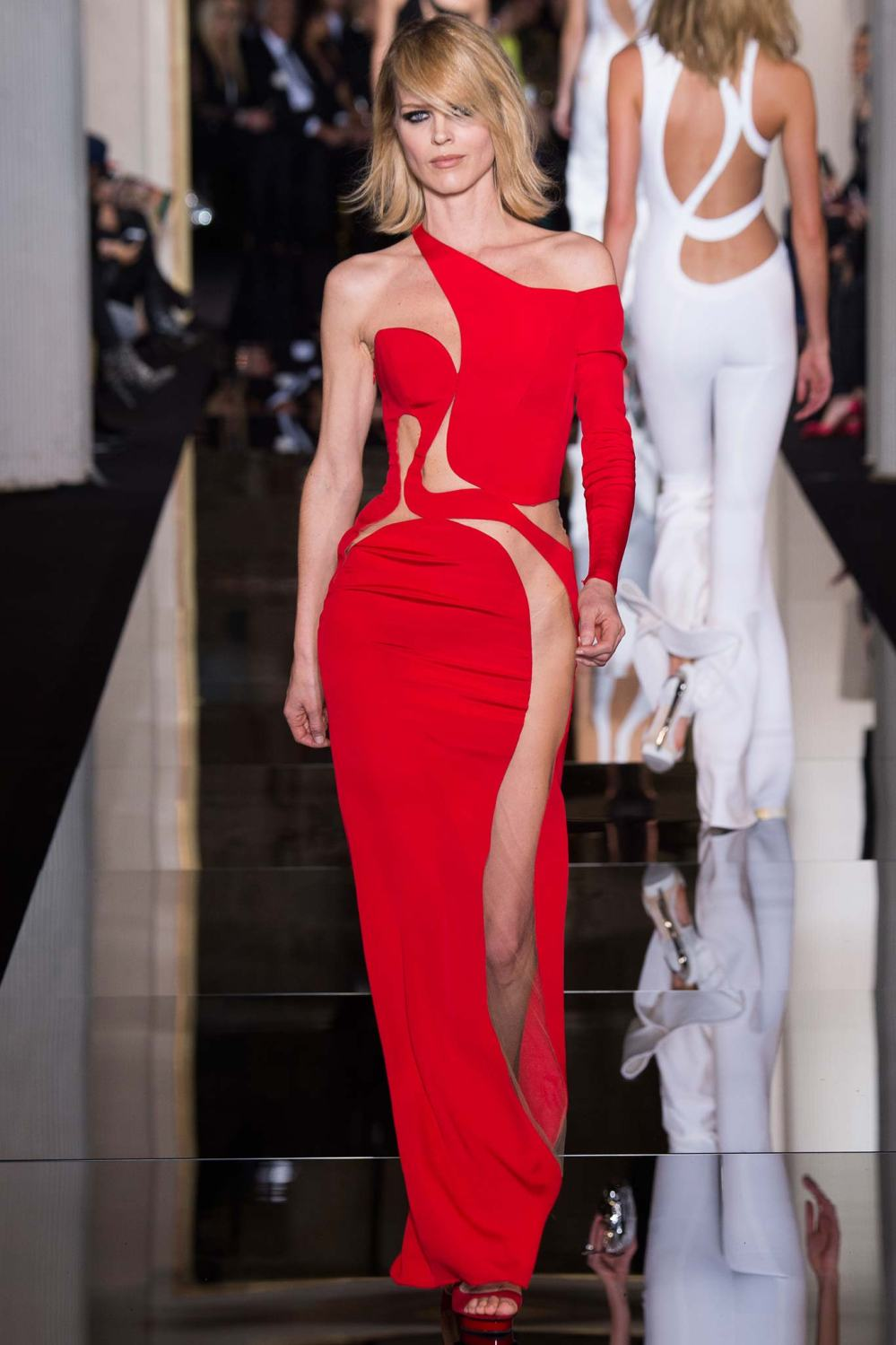 Atelier Versace, Spring/Summer 2015 Look 45 Model : Eva Herzigova Photo: Kim Weston Arnold/Indigitalimages.com