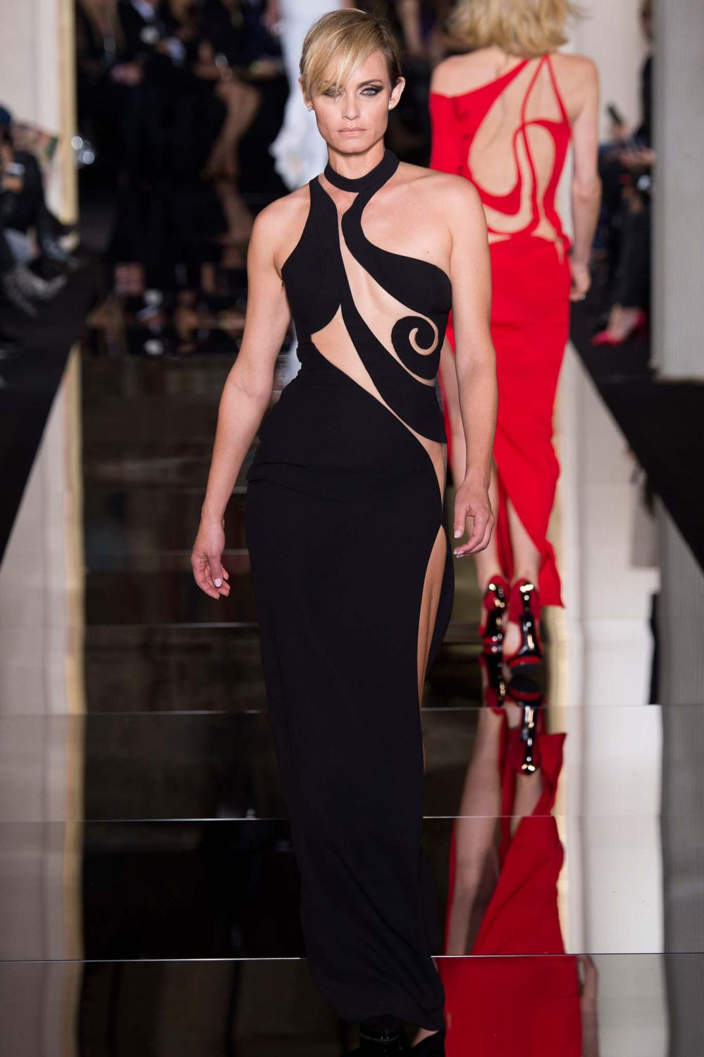 Atelier Versace, Spring/Summer 2015 Look 46 Model : Amber Valletta Photo: Kim Weston Arnold/Indigitalimages.com