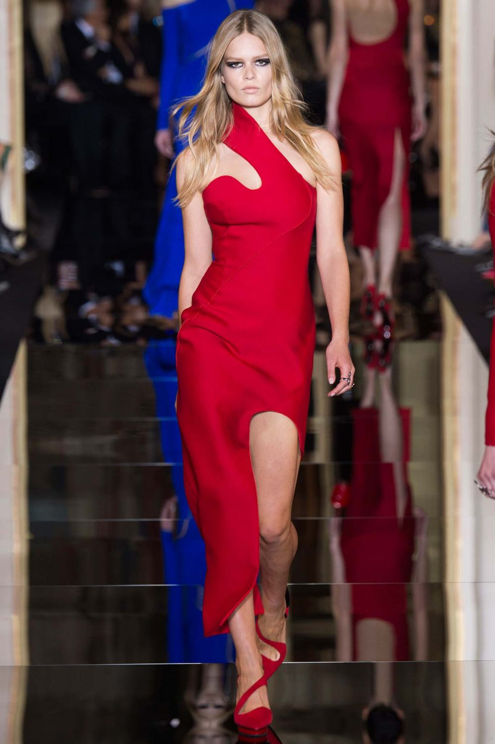 Atelier Versace, Spring/Summer 2015 Look 9  Model : Anna Ewers Photo: Kim Weston Arnold/Indigitalimages.com